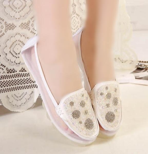انطلقي بخطوات ثابتة مع أجمل الأحذية الفلات | مجلة ازياء | جمال و موضة المرأة